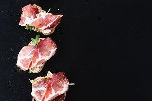 Bruschettas with prosciutto