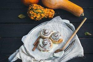 Cinnamon pumpkin buns