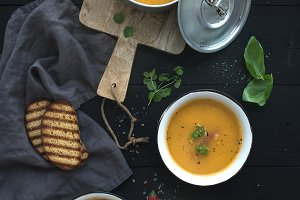 Red lentil soup with spices & herbs