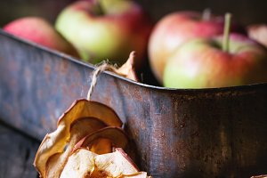 Fresh and dried apples