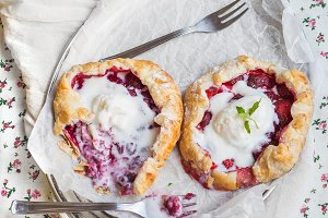 Rustic small galette with berries