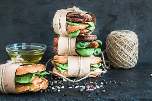 Sandwich tower with spices