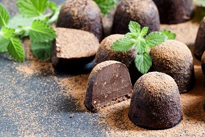 Chocolate truffles with min
