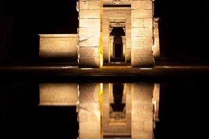 Templo de debod at night