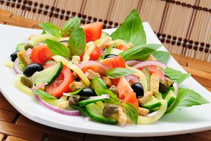 Vegetable salad with basil