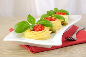 spaghetti with tomato dressing