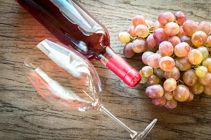 Rose wine with bunch of grape