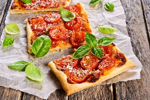 Pie with tomatoes, cheese and Basil