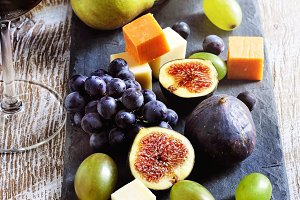 Red wine, cheese and fruits
