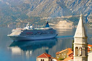 Town Perast, Church and cruise liner