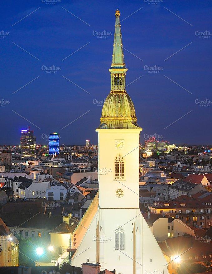 St.Martin's Cathedral in Bratislava - Architecture
