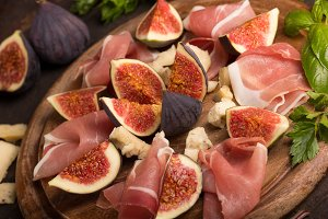 appetizer with ham,cheese and fig