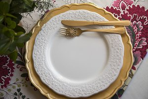 christmas place setting, gold and fl