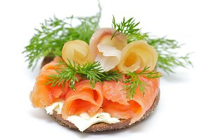 Sandwich with Smoked Salmon and Stur