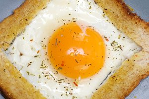 Fried eggs in French