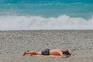 Man lying in the beach