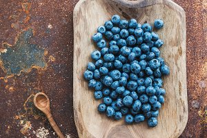 Blueberries in a wooden serving dish