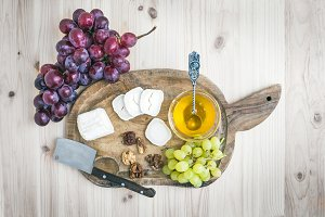 Goat brie cheese with fresh grapes