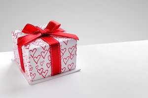 Gift box with hearts diagonal grey