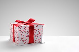 Gift box with hearts front grey back