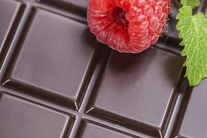 chocolate bar with raspberry