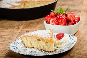 Skillet cake and strawberry desert