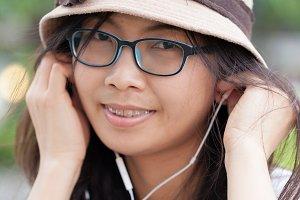 woman listen music.