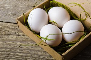 White fresh eggs