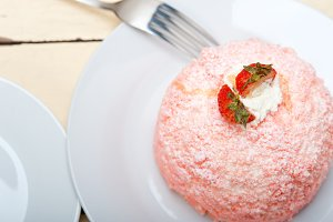 fresh strawberry and cream cake 002.jpg