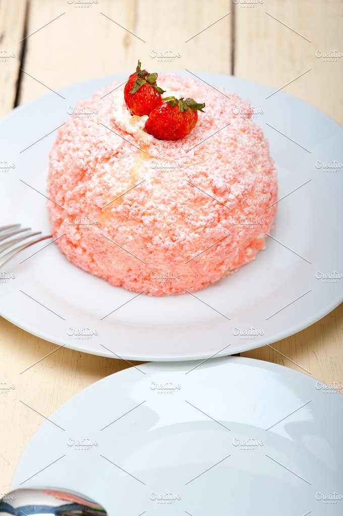 fresh strawberry and cream cake 001.jpg - Food & Drink