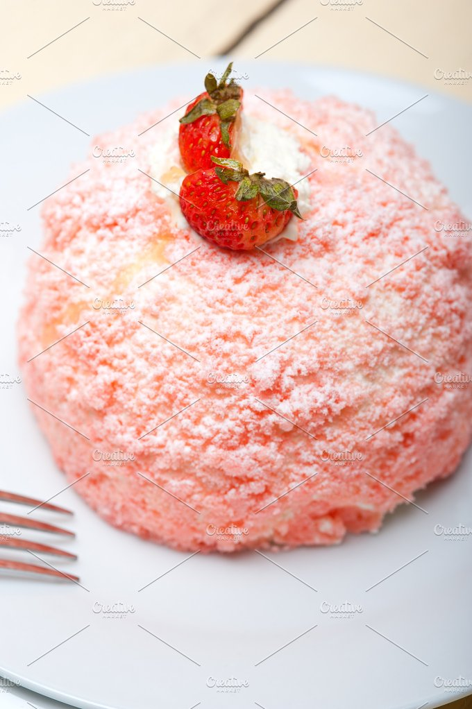 fresh strawberry and cream cake 008.jpg - Food & Drink