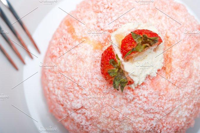 fresh strawberry and cream cake 020.jpg - Food & Drink