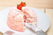 fresh strawberry and cream cake 024.jpg