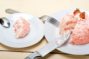 fresh strawberry and cream cake 027.jpg