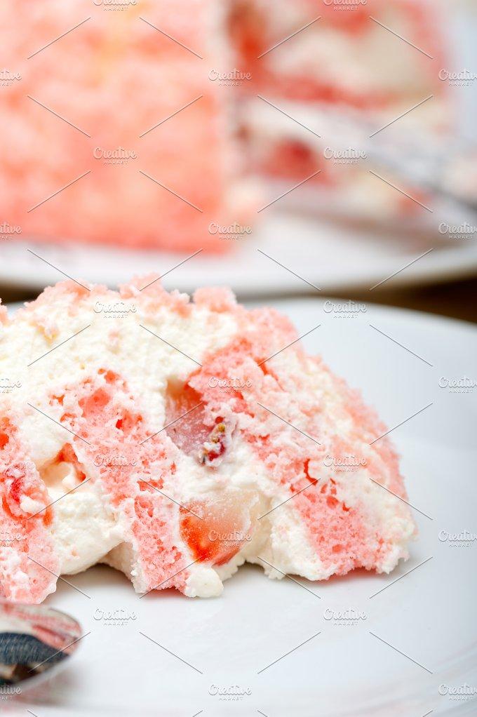 fresh strawberry and cream cake 030.jpg - Food & Drink