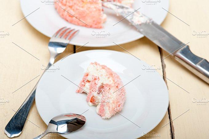 fresh strawberry and cream cake 035.jpg - Food & Drink