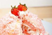 fresh strawberry and cream cake 045.jpg