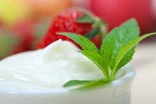 Greek organic yogurt and  strawberries 011.jpg