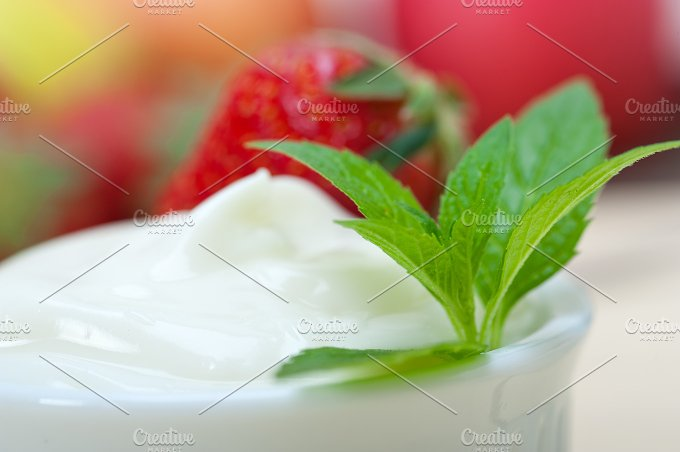Greek organic yogurt and strawberries 011.jpg - Food & Drink