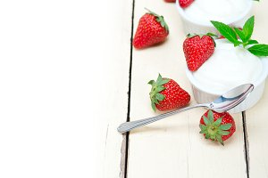 Greek organic yogurt and  strawberries 021.jpg