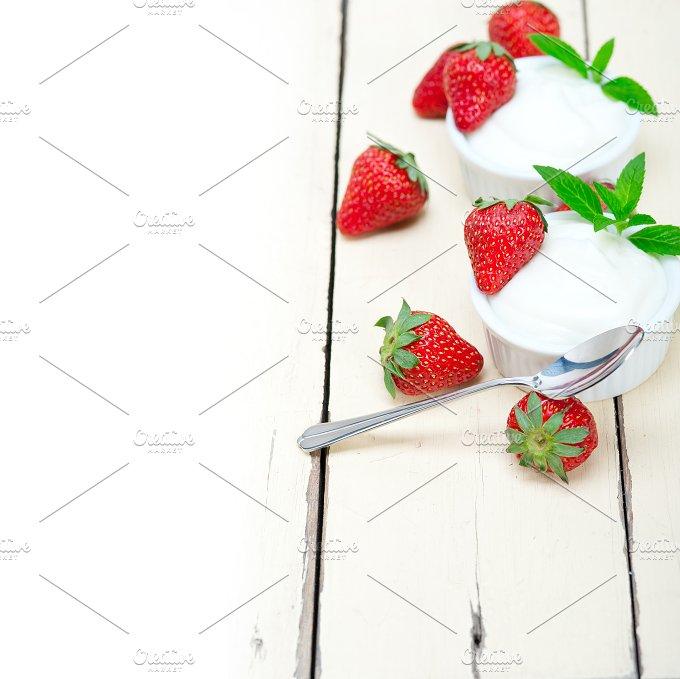 Greek organic yogurt and strawberries 021.jpg - Food & Drink