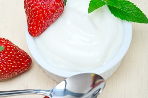 Greek organic yogurt and  strawberries 022.jpg