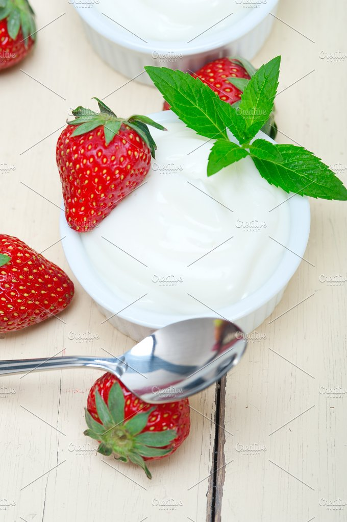 Greek organic yogurt and strawberries 022.jpg - Food & Drink