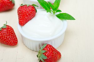 Greek organic yogurt and  strawberries 028.jpg