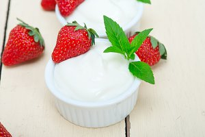 Greek organic yogurt and  strawberries 036.jpg