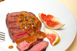 green peppercorn sauce  filet mignon 003.jpg