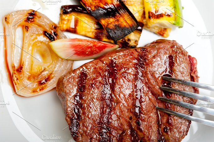 grilled beef filet mignon 018.jpg - Food & Drink