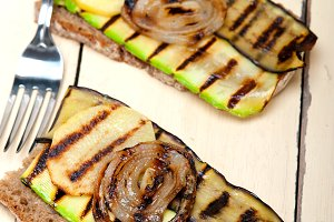 grilled vegetables on rustic bread 002.jpg