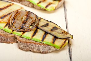 grilled vegetables on rustic bread 012.jpg
