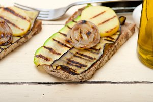 grilled vegetables on rustic bread 019.jpg
